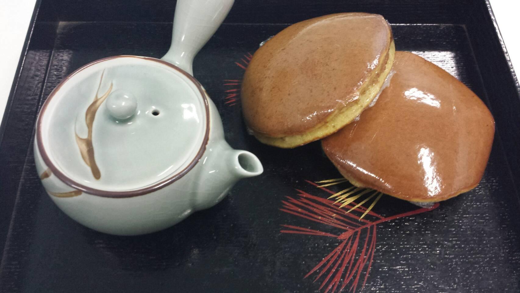 Dorayaki fatti in casa e tè.