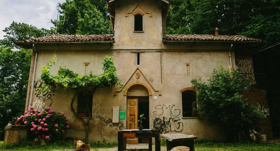 Casa del custode di villa ghigi bologna zero - Casa del cuscinetto bologna ...