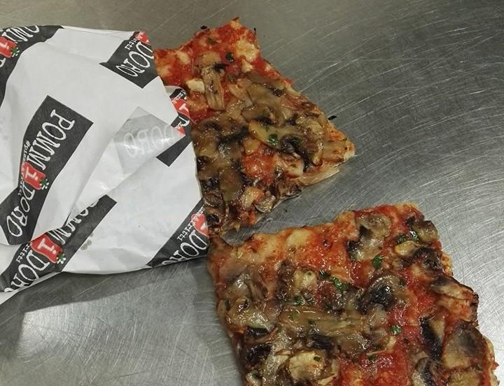 Pizza con i funghi, per chiudere in bellezza.