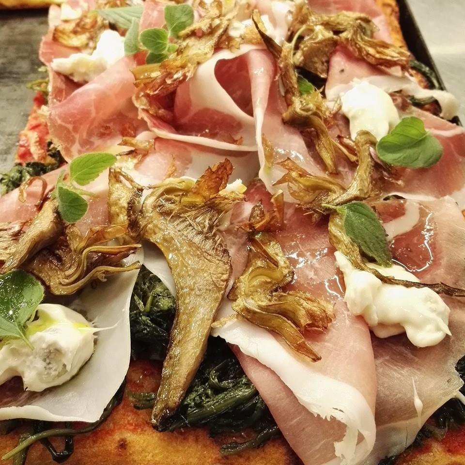 Uno delle tante ricette da impazzire di Mirko: cicoria ripassata, crudo di Assisi, gorgonzola dolce DOP, carciofo fritto e mentuccia
