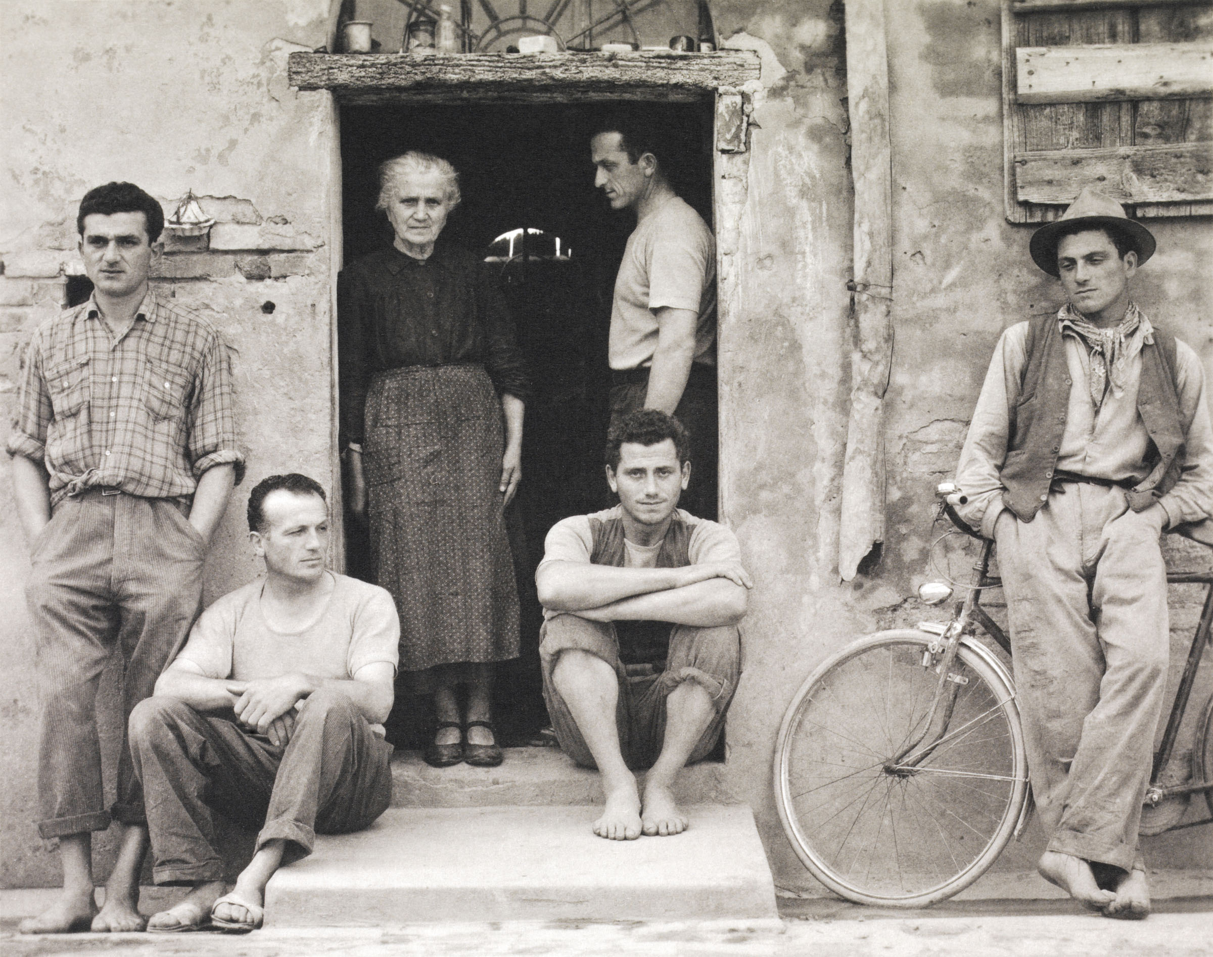 Paul Strand, The Family, Luzzara Paul Strand Cesare Zavattini Un paese Einaudi editore, 1955