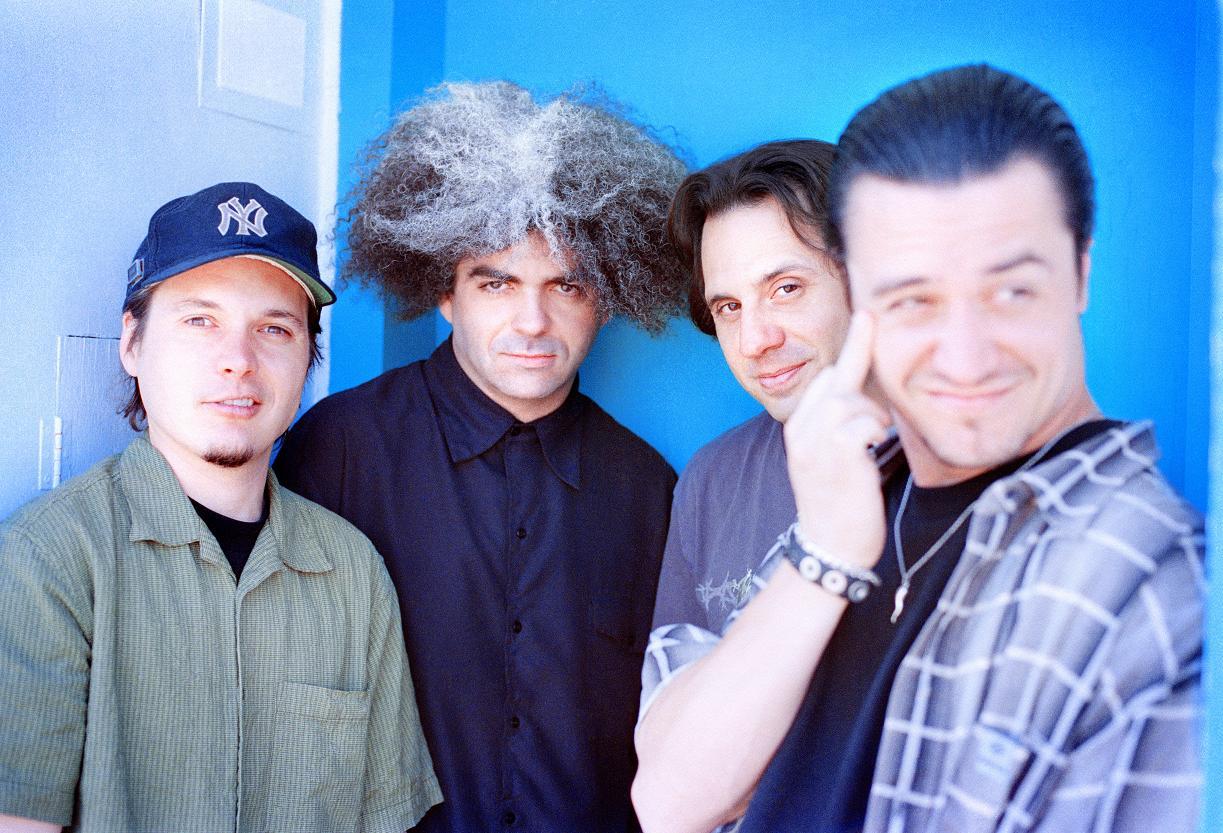 I Fantômas con qualche anno di meno alle spalle. Nell'ordine, Trevor Dunn, King Buzzo, Dave Lombardo e Mike Patton.