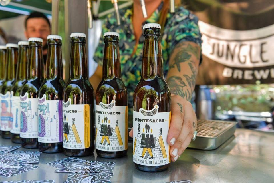 Alcuni prodotti firmati Jungle Juice in bottiglia.