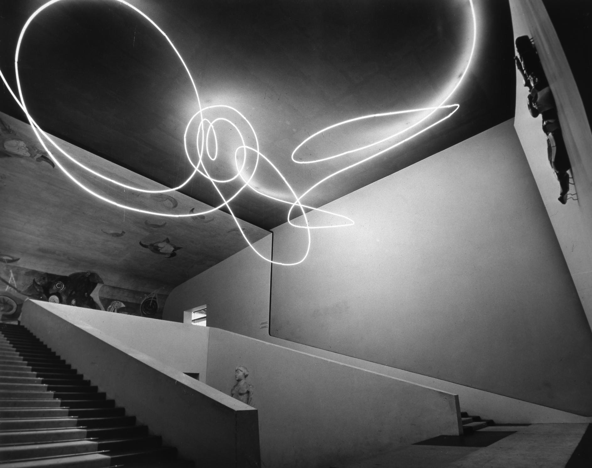 Lucio Fontana Struttura al neon per la IX Triennale di Milano, 1951 Tubo di cristallo con neon bianco © Fondazione Lucio Fontana, Milano