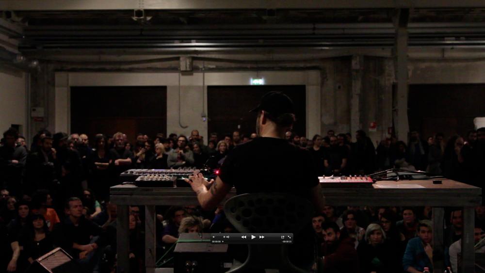 Mindfall, live di MIka Vainio, Pirelli HangarBicocca, Milano, 2014. Courtesy Pirelli HangarBicocca, Milano.