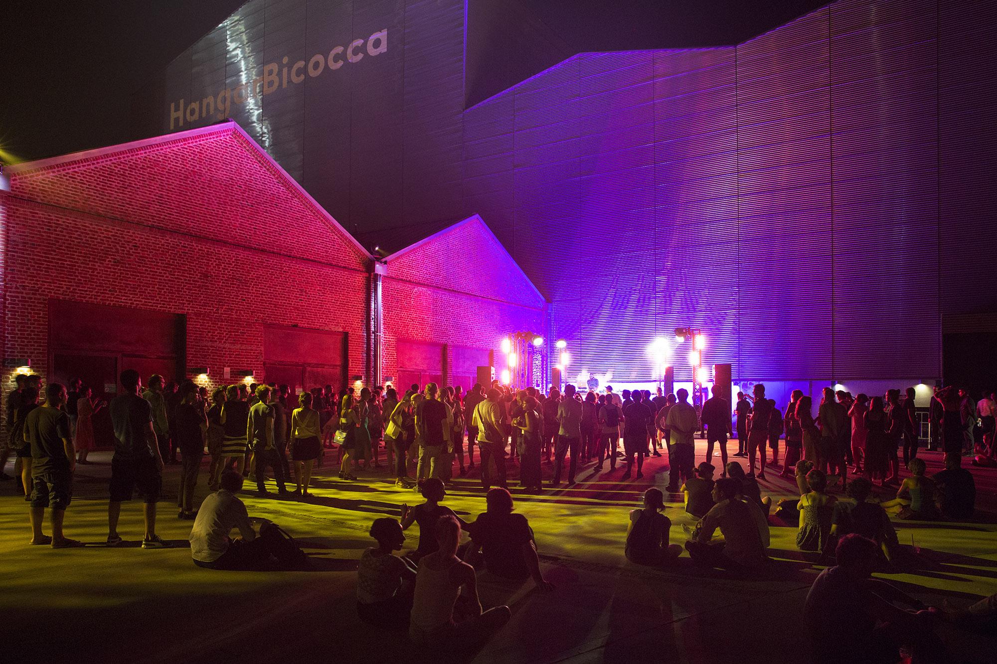 Summer Casino, Pirelli HangarBicocca, Milano, 2015. Courtesy Pirelli HangarBicocca, Milano. Foto: Lorenzo Palmieri