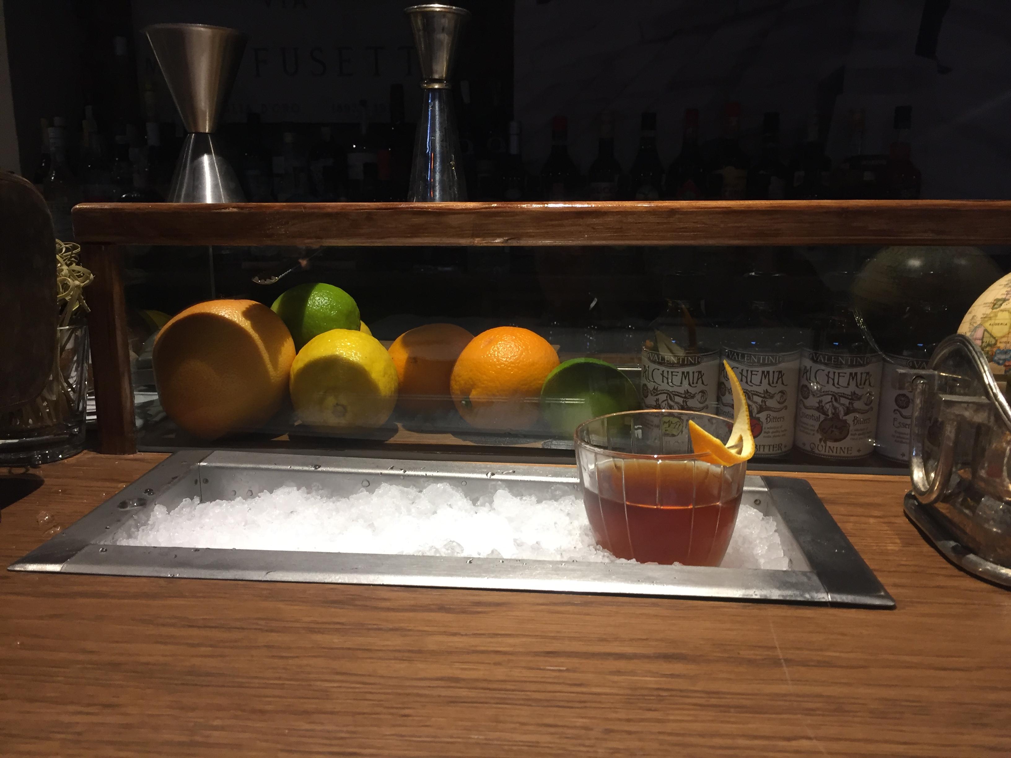 La vaschetta refrigerata nel bancone del bar