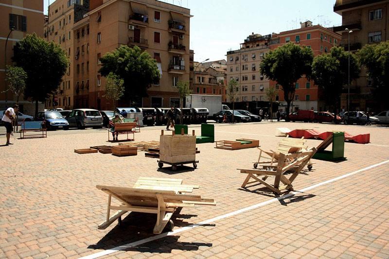 Il secondo intervento a Largo Perestrello: la piazza in festa.