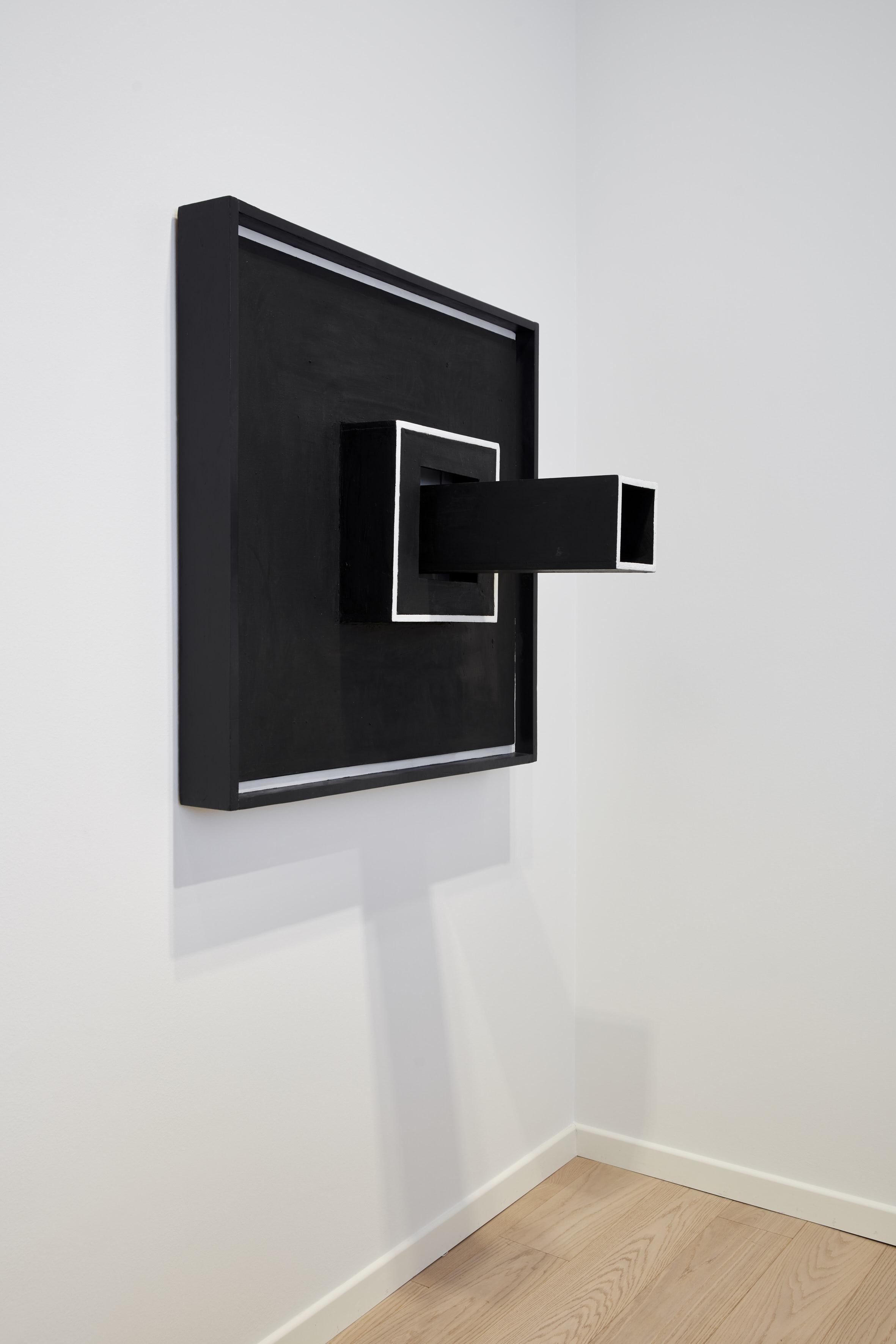 Sol LeWitt Wall Structure Black, 1962 Olio su tela e legno dipinto 99,1x99,1x59,7 cm Courtesy Estate of Sol LeWitt e Pace Gallery