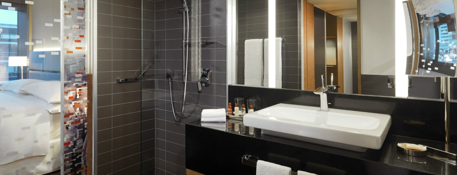 3732-Sheraton-Zurich-Hotel-Bathroom-1600x900