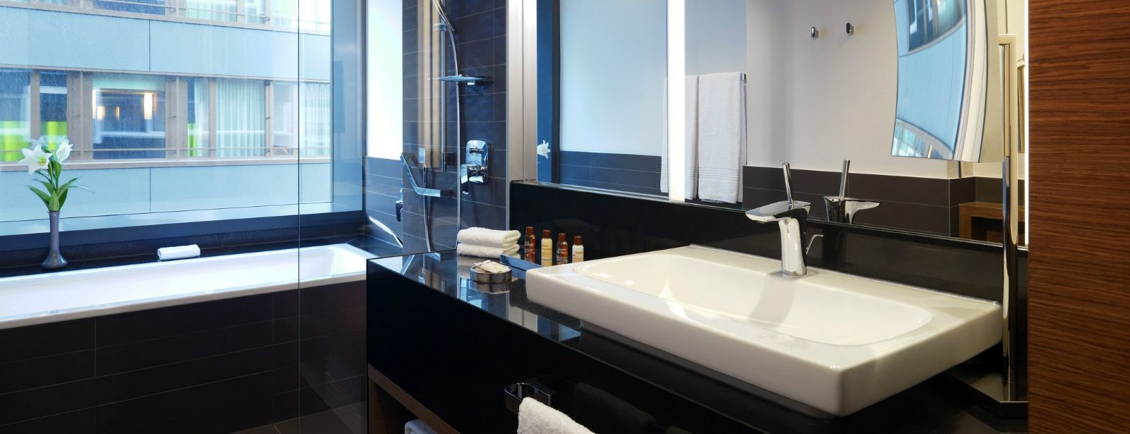 3732-Sheraton-Zurich-Hotel-Bathroom-Junior-Suite-1600x900