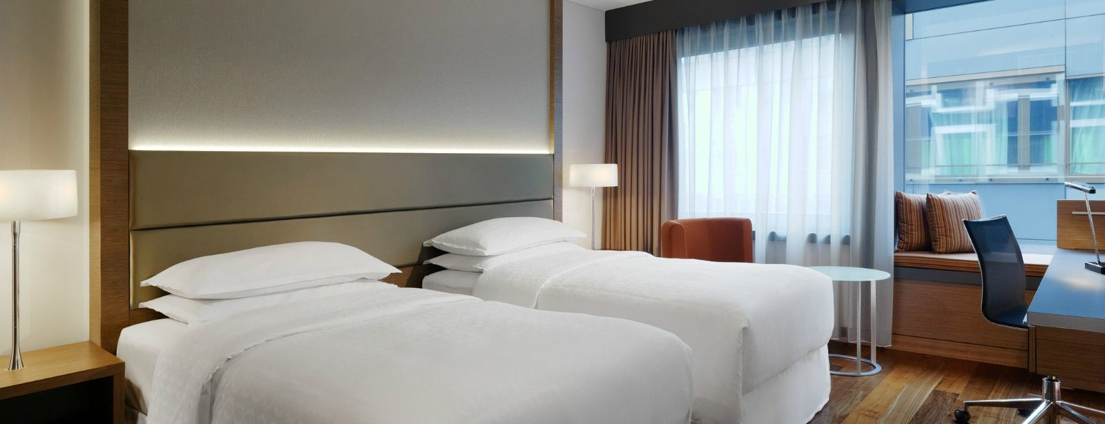 3732-Sheraton-Zurich-Hotel-Executive-Room-1600x900