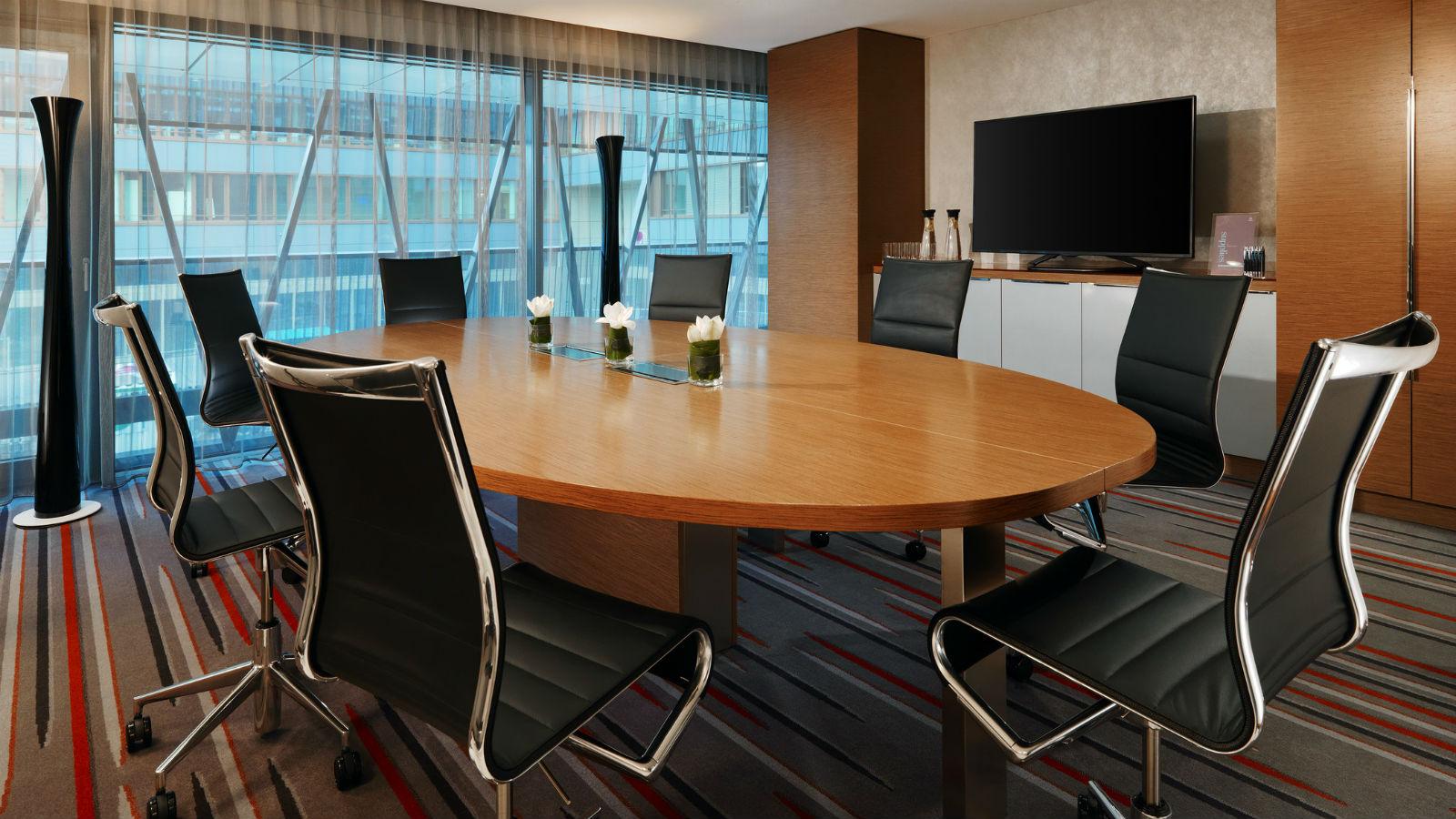 3732-Sheraton-Zurich-Hotel-Meeting-Boardroom-Kreis-5-1600x900
