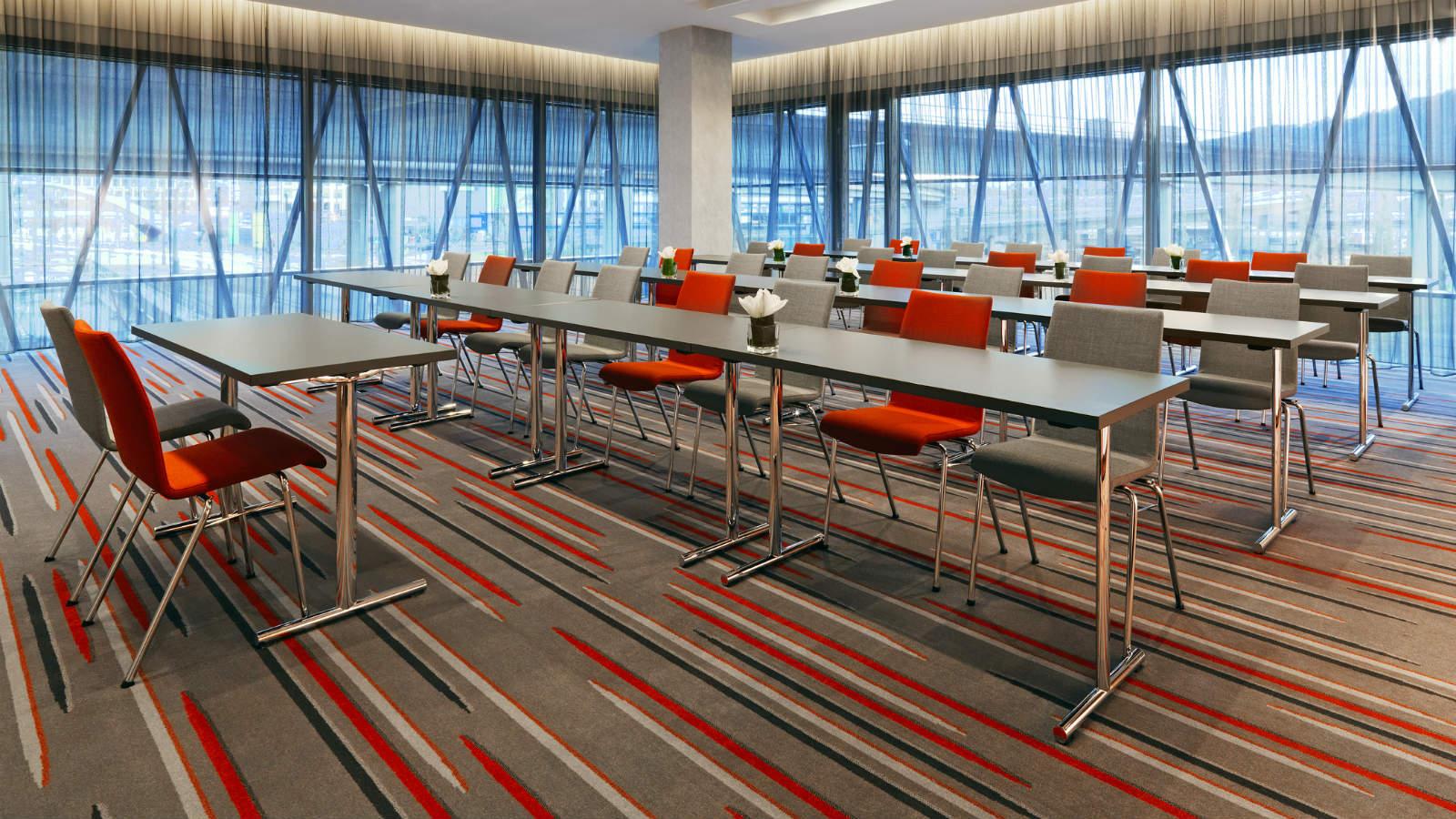3732-Sheraton-Zurich-Hotel-Meeting-Room-Wyss-1600x900