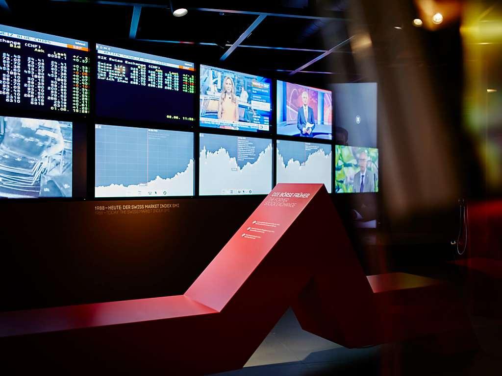 Im-Finanzmuseum-Schweiz-werden-die-Besucher-eingeladen-sich-mittels-Hoerspielen-interaktiven-Filmausschnitten-und-Touchscreen-Animationen-ueber-die-zentralen-Akteure-Prozesse-und-Entwicklungen-des-Schweizer-Finanzplatzes-zu-informieren