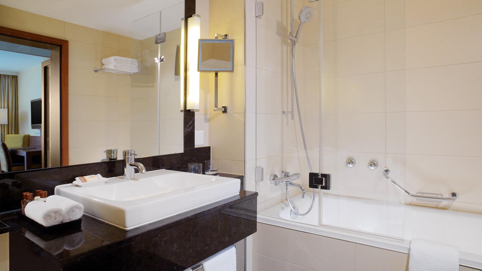 Sheraton-Zrich-Neues-Schloss-Hotel-Guest-Bathroom