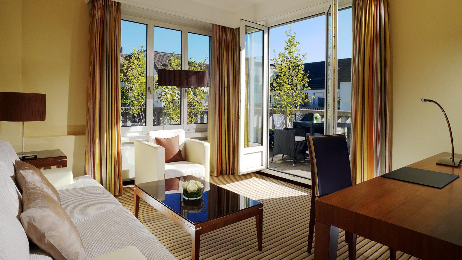 Sheraton-Zrich-Neues-Schloss-Hotel-Senior-Suite3