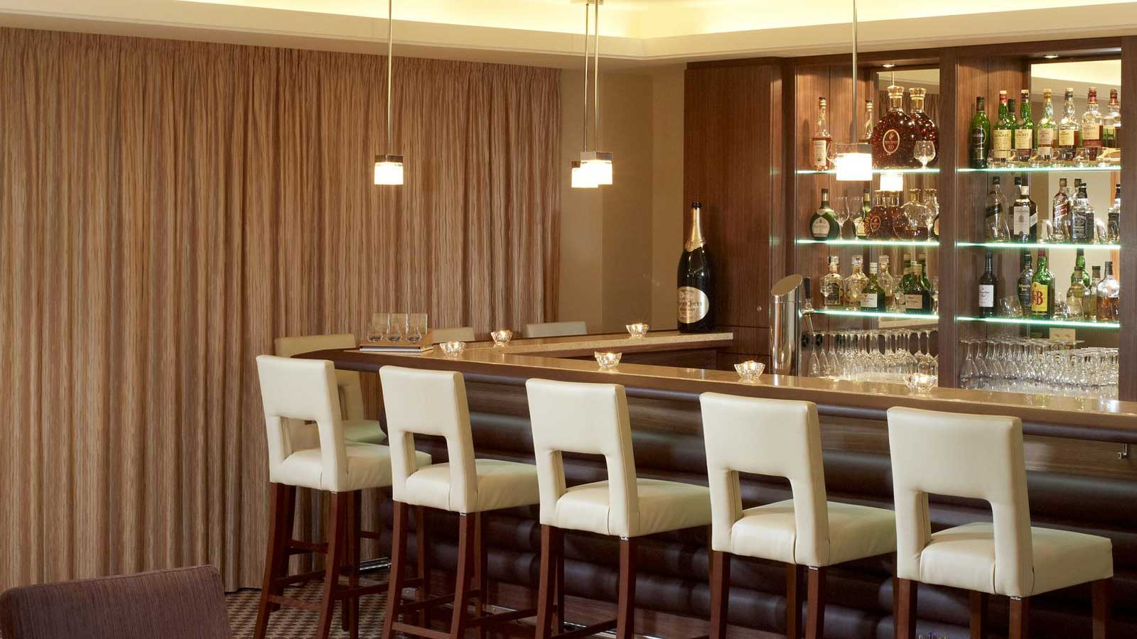 Sheraton-Zuerich-Neues-Schloss-Hotel-Bar-she118re84384