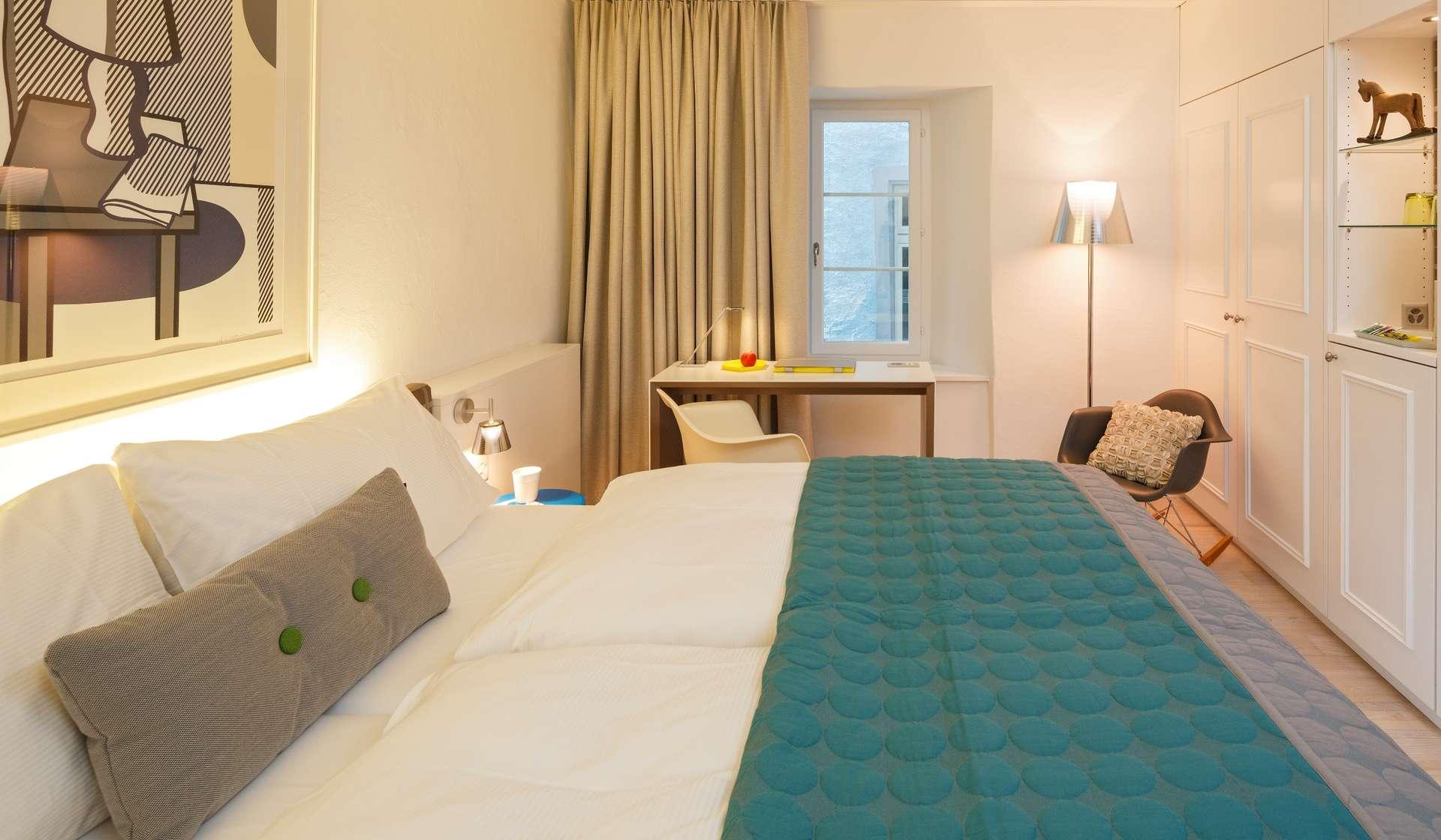 csm_Hotel_Roessli_Zuerich_Schweiz_Doppelzimmer_Bett_5f03a66cee