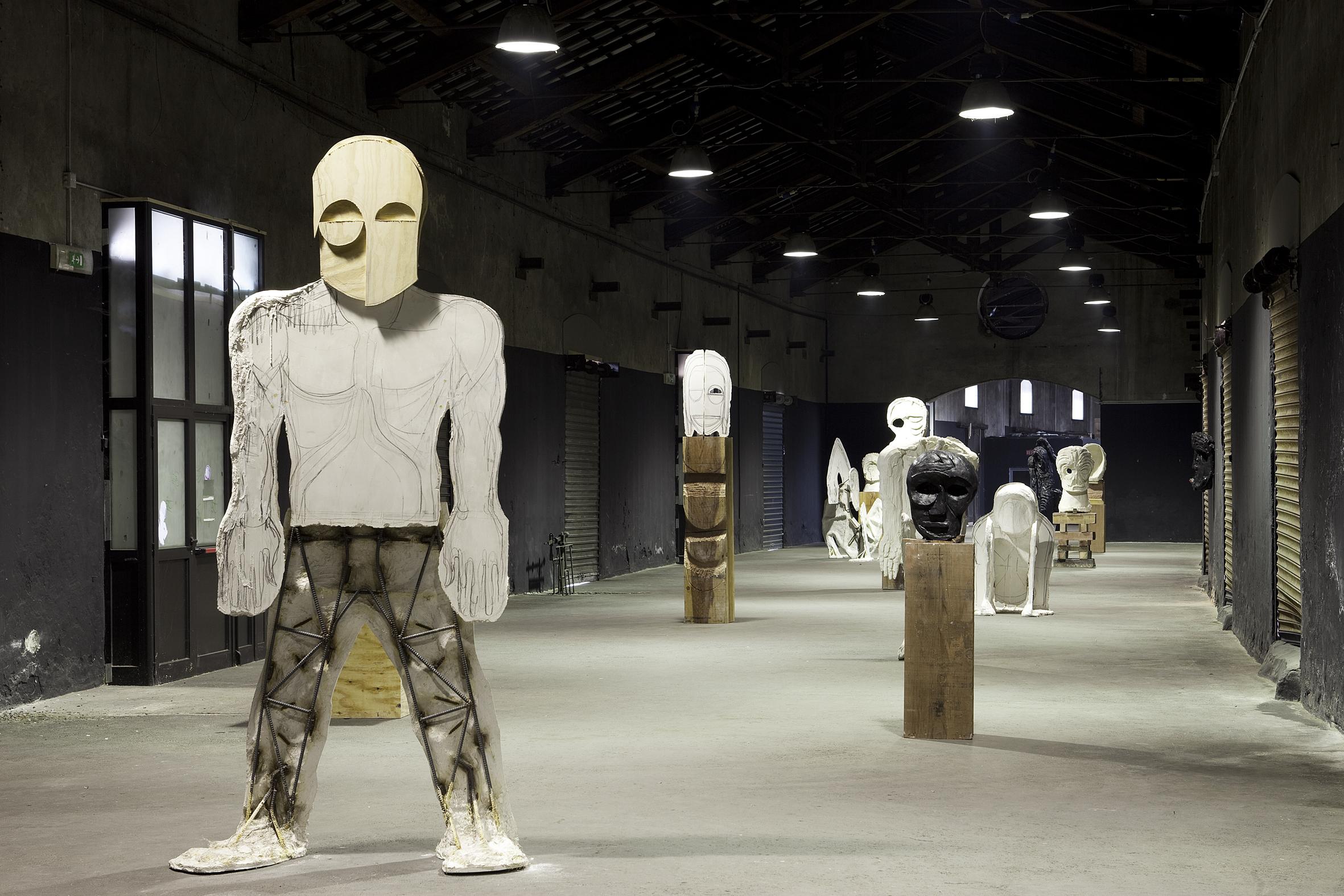 """installation view, Thomas Houseago, """"Ode"""", ZERO... presso i Magazzini di Porta Genova, Milano, 2009 Foto: Jacopo Menzani Courtesy of the artist and ZERO..., Milano"""