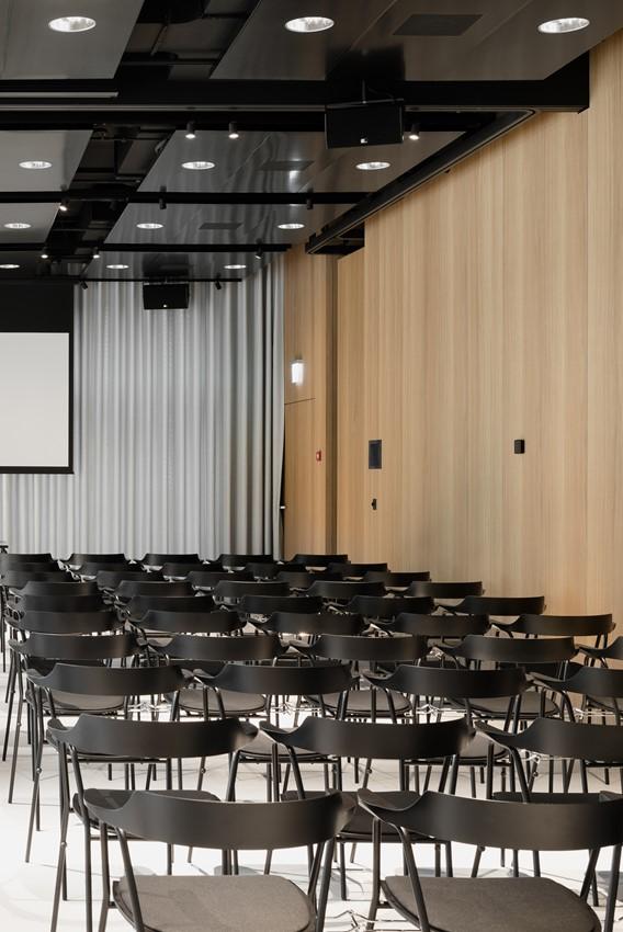 konferenzsaal-bestuhlt_crop01