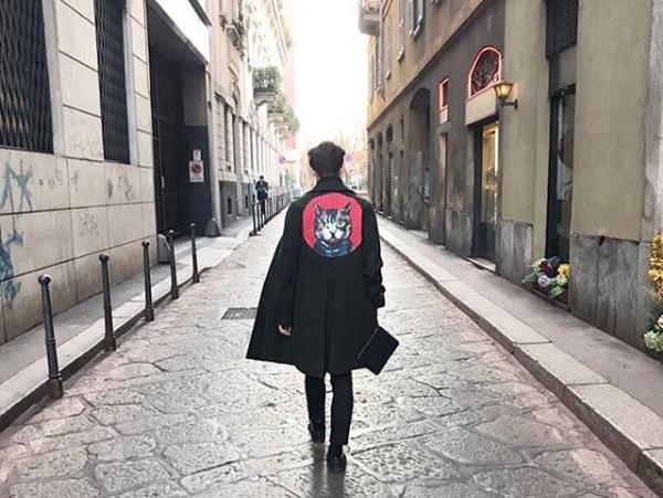 Thomas in giro per il centro di Milano