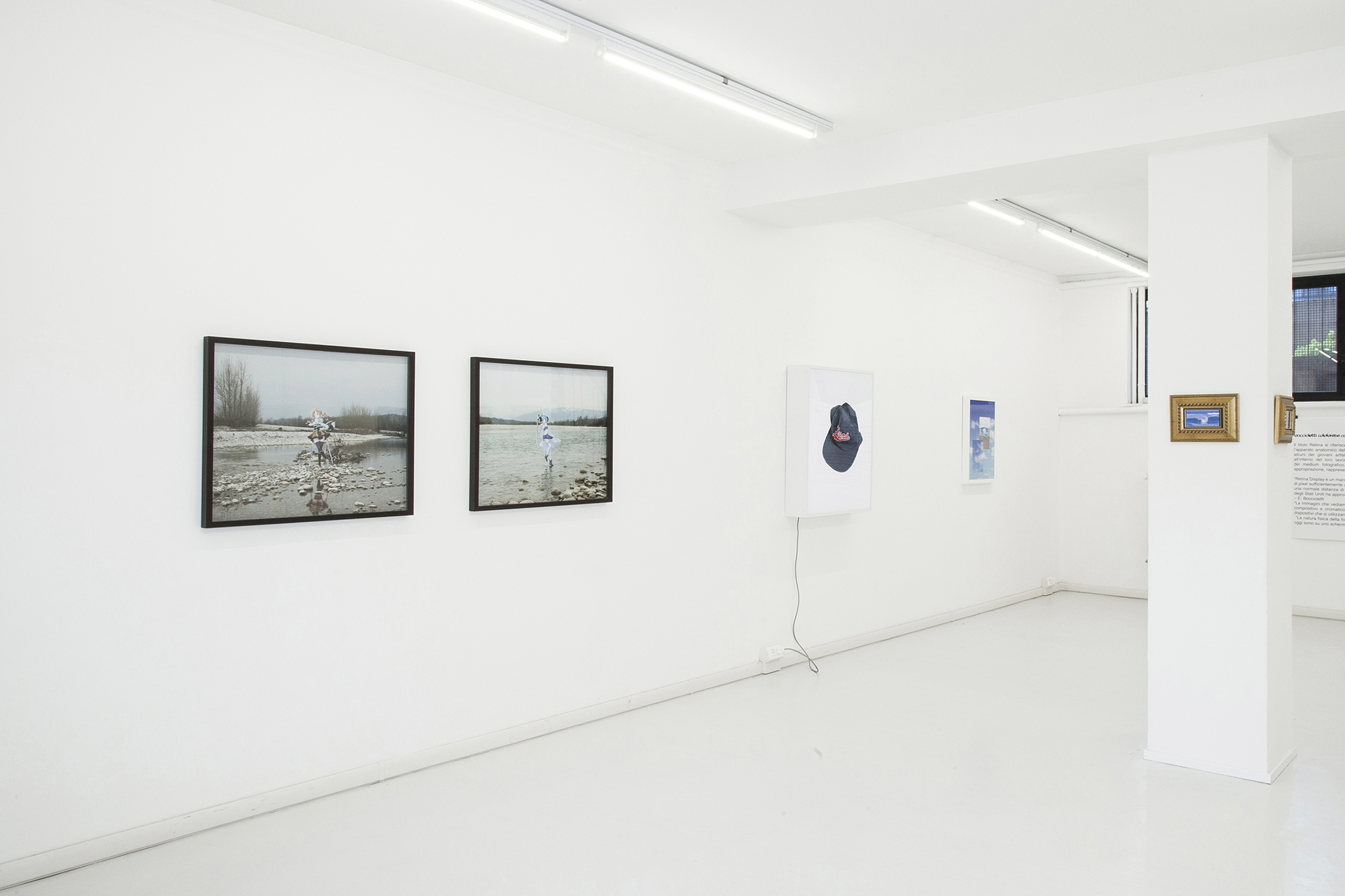 – RETINA Installation Views @ Gluqbar: da sinistra a destra Rachele Maistrello, Luca Massaro, Filippo Minelli, Martina Corà