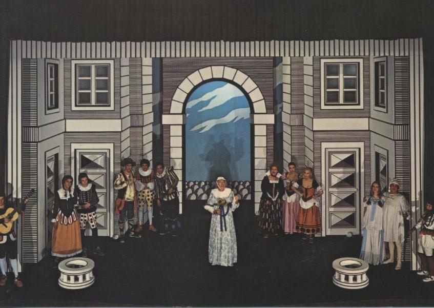 La Farinella, di G.C. Croce, Milano, Teatro San Babila, 1971, regia Fantasio Piccoli, scene e costumi di Bobo Piccoli, al centro Ernesto Calindri