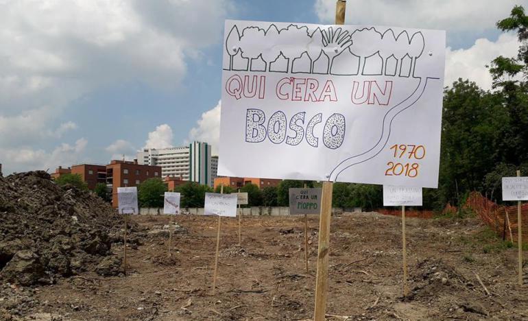 Una foto dell'iniziativa La Città Si-Cura. Campagna La Città Publica promossa da Coalizione Civica il 20 maggio scorso durante la quale il parco è stato simbolicamente intitolato a Federico Aldrovandi