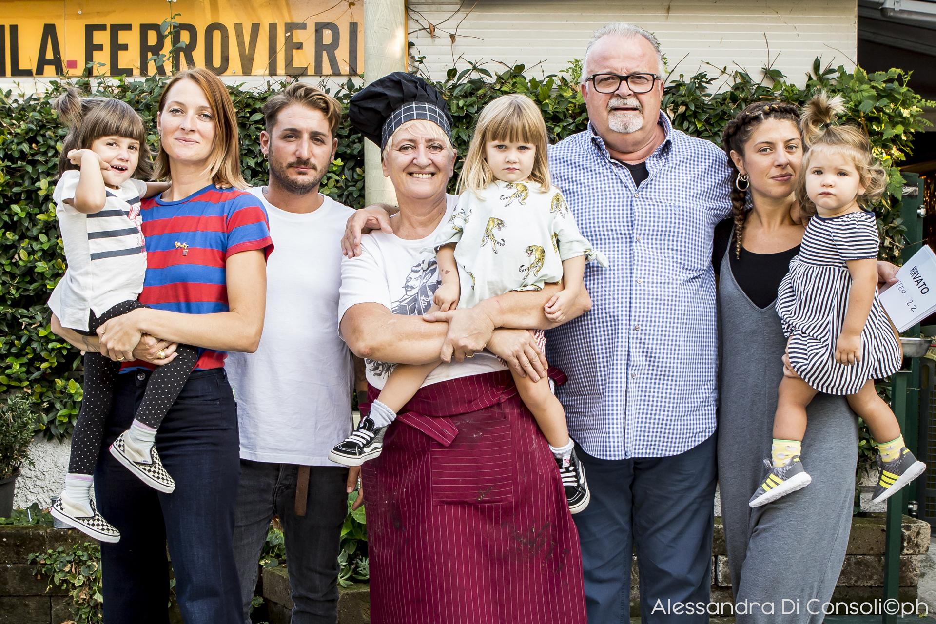 Da sinistra: Marina, Peppo, la Mamma XXX, il Papò Antonio e Veronica
