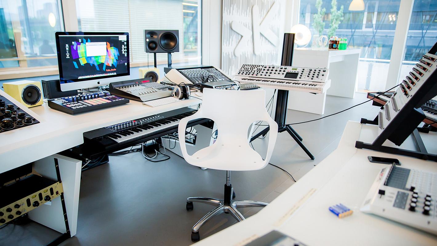 4_Studio_1420x800