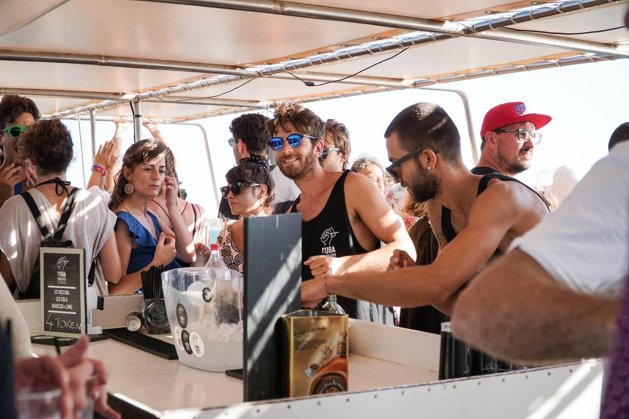 Quba Sbagliato sul boat party di Ortigia Sound System dello scorso anno
