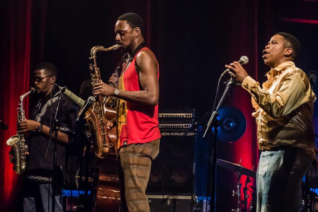 Il sax infuocato di Shabaka Hutchings, protagonista della scena jazz contemporanea londinese e ospite della scorsa edizione di JazzMi