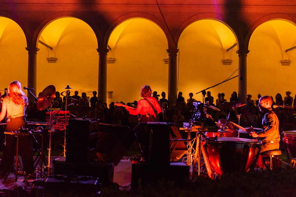 Il concerto di apertura di Ō con Anna Calvi (foto di Andrea Serrau)