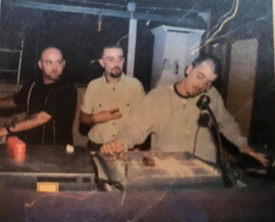 """Circolo degli Artisti, 1994. Gli organizzatori della serata reggae del venerdì, Black & Dekker: Michele Ferrarese, Massimo Rubio (""""Er Tubo"""") e Bob Corsi"""